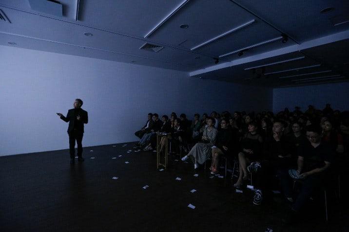 Alex Nguyễn đọc suy nghĩ khán giả